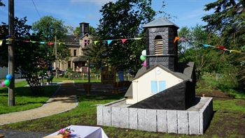 Dorf und Spielplatz.jpg